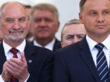 """Mirosław Oczkoś o konflikcie Duda-Macierewicz: """"Lud widzi, że chłopcy się bawią"""""""