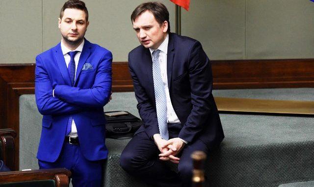 """Intrygi w PiS. Chcieli """"umoczyć"""" premiera, dlatego wzięli się za Jakiego"""