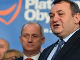 Poseł PO wyjdzie z Sejmu w kajdankach? Neumann tajemniczo: Ktoś może spaść z krzesła, jeżeli wysłucha jego wystąpienia