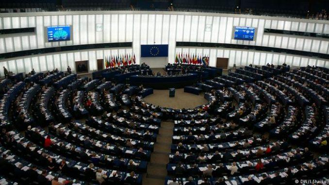 Deutsche Welle: Europosłowie popierają użycie artykułu 7. wobec Polski