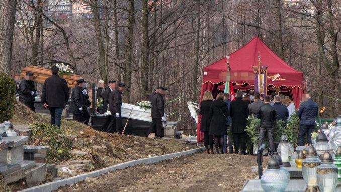 TRAGEDIA! Pogrzeb w Zelczynie. Matka i jej dzieci spoczęli we wspólnym grobie