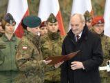 """13,5 tys. zł za """"szczególną inicjatywę"""" rzeczniczki MON. Macierewicz nagrodził Pęzioł-Wójtowicz"""