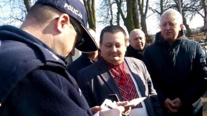 """Ukraiński polityk neobanderowskiej """"Swobody"""" wychwalał Banderę i UPA w Sahryniu. Wezwano policję [+VIDEO]"""
