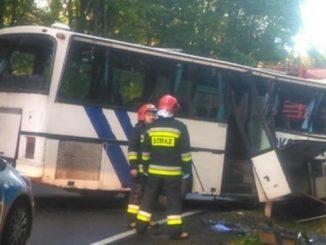 Autobus z dziećmi miał czołówkę z tirem