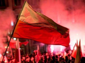 spadek Polski w rankingu demokracji