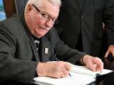 WSTRZĄSAJĄCY wpis Wałęsy w księdze kondolencyjnej