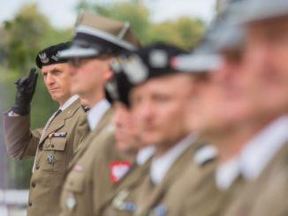 Symboliczna dodatkowa podwyżka dla pułkowników