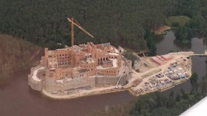 Zamek dla bogaczy niszczy puszczę