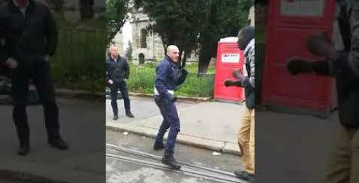 imigrant zaatakował policjanta