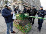 MON zawiadamia prokuraturę ws. happeningu z kartonowym czołgiem. Błaszczak: To absolutny skandal