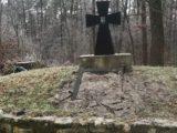 Zniszczono tablicę na pomniku UPA na górze Monastyrz [ FOTO]