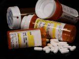 Epidemia opioidowa w USA. Carlson: przemysł farmaceutyczny niszczy całe amerykańskie społeczności
