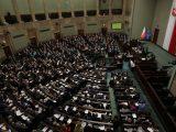 Najnowszy sondaż: spada poparcie dla partii rządzącej