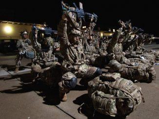 bójka amerykańskich żołnierzy