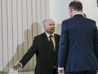 Kaczyński kpi w żywe oczy