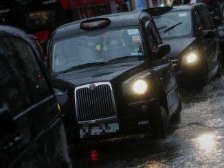 Polski taksówkarz rzucił się na kobietę