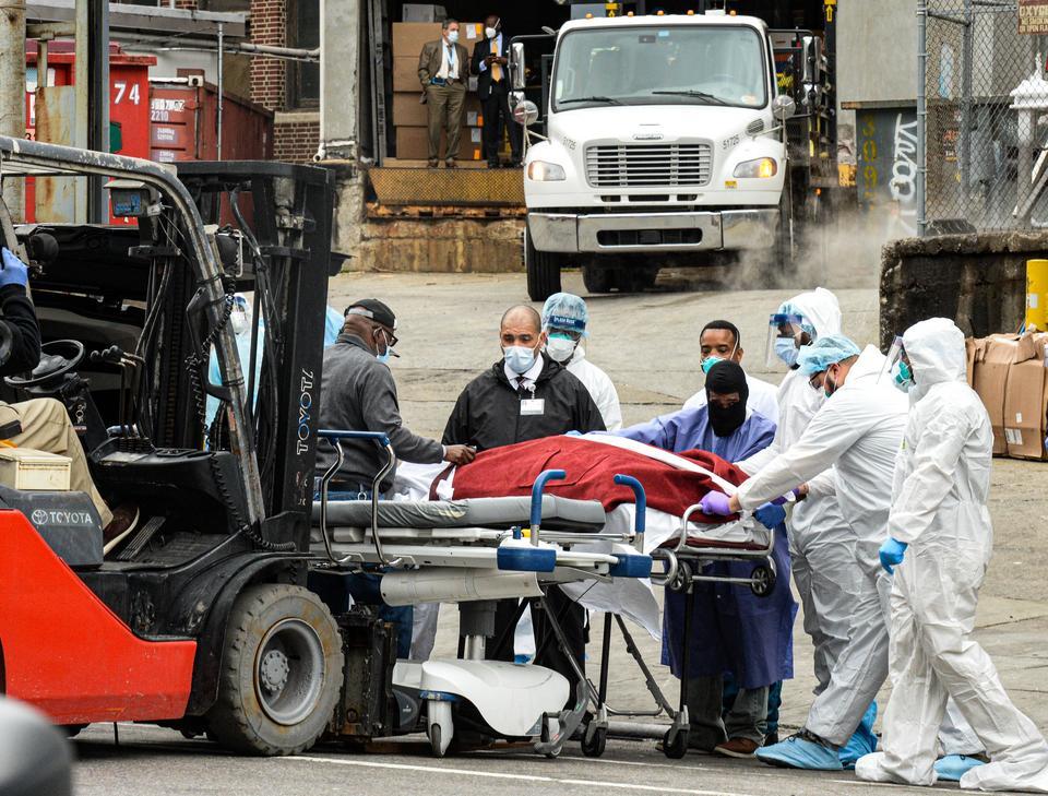 Do pomocy w brooklynskim szpitalu wezwano 100 lekarzy i pielęgniarek