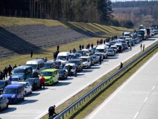 Ukraińcy masowo uciekają z Polski