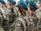Nierówne traktowanie matek w wojsku. Co na to MON?