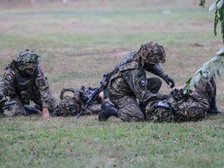 Błaszczak widzi bezrobotnych na szkoleniu wojskowym