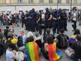 Protest aktywistów LGBT. Policja o postawionych zarzutach
