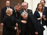 Kaczyński PŁACI KIEROWCY 11 tys. zł! Chciał go POCAŁOWAĆ w rękę [ZAROBKI W PIS]