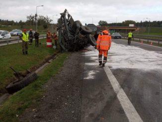 Nie żyje żołnierz z ciężarówki, która brała udział w wypadku na obwodnicy