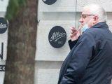 Koronawirus w Polsce. Co  z paleniem papierosów na  ulicy? Wiceprezes PiS  może to robić?
