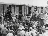 SKANDALICZNE fałszerstwo. Ukraińcy użyli zdjęcia z wywózki Żydów, żeby zilustrować w podręczniku akcję Wisła [FOTO]