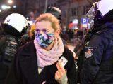 Barbara Nowacka zaatakowana gazem. Policja pokazuje nagrania z kamer na mundurach