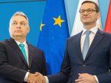 Co robi Morawiecki na Węgrzech?