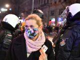 Moment ataku gazem na posłankę Barbarę Nowacką [ZDJĘCIA]