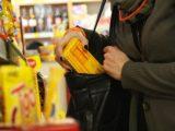 Polacy coraz częściej kradną w sklepach. Najwięcej w woj. mazowieckim i śląskim