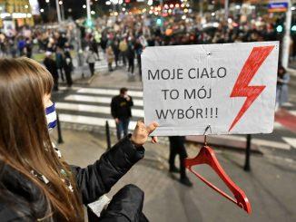 """Marta Lempart: """"Protesty w Polsce? Jesteśmy na wojnie z rządem!"""""""