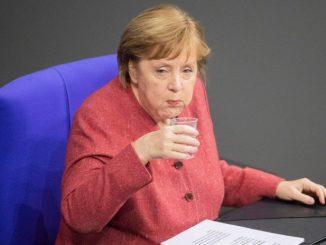 Merkel kpi sobie z Niemców