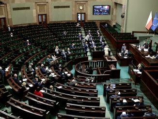 Polaków negatywnie ocenia pracę posłów