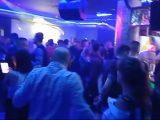 Tłumy w otwartych klubach. Policja wytacza cięższe działa