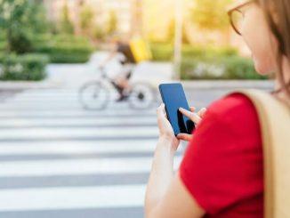 Wyjmiesz smartfona na ulicy - ZAPŁACISZ KARĘ