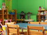 Nauczycielka przykleiła dzieci taśmą do krzeseł. Policja bada sprawę