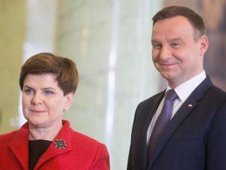 Czarne chmury nad Beatą Szydło i Andrzejem Dudą
