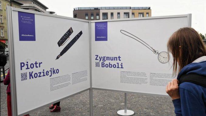 Niemcy zwracają osobiste rzeczy ofiar