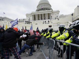 Strażnicy z Kapitoli pozwali Donalda Trumpa