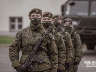 Żołnierze zmuszani są do szczepień