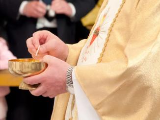 Ksiądz przepuścił wszystkie pieniądze parafii