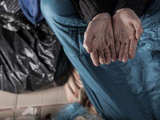 Skrajne ubóstwo znów ponad 5 proc. To prawie 2 miliony osób. Co zrobi rząd? Najpewniej nic