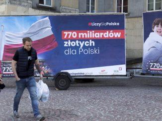 Billboardy PiS za pieniądze z UE owiane tajemnicą. Reklama Unii czy polskiego rządu?