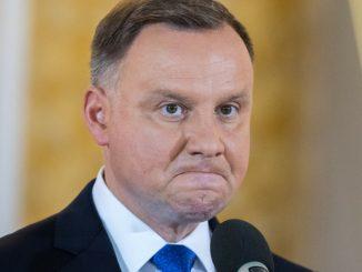 """Polki z medalem, a Andrzej Duda milczy. """"Uznał, że im nie trzeba?"""""""