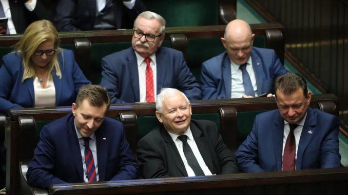 Lista nepotyzmu. Ponad 350 osób związanych z politykami PiS na państwowych posadach