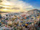 Sprowadzają do Polski tony plastiku, choć zalega on na wysypiskach