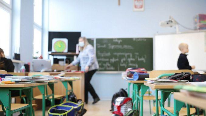 Powrót dzieci do szkół. Szef GIS mówi o nauce hybrydowej
